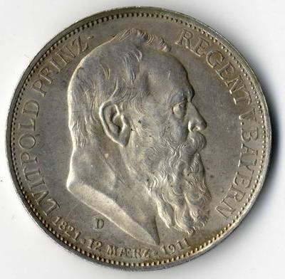 Kaiserreich-Münzen und deren Wert begutachtet Torsten Hornung in der Wilhelmstraße in Wiesbaden.