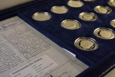 Münzsammlungen von MDM werden in Wiesbaden begutachtet und angekauft.