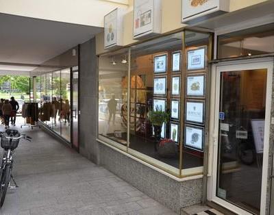 Münzensammler aus dem gesamten Rhein-Main-Gebiet suchen täglich Rat im Fachgeschäft in der Wilhelmstraße.