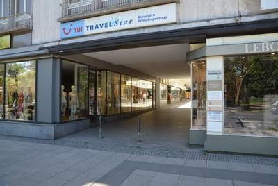 Der Eingang von der Wilhemstraße in Wiesbaden zum Münzenhändler Torsten Hornung