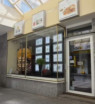In dritter Generation werden im Ladengeschäft in der Wilhelmstraße Münzen geschätzt und angekauft.
