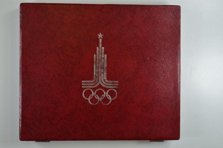 Russland Olymoiade Moskau rote Kassette mit 28 Silbermünzen